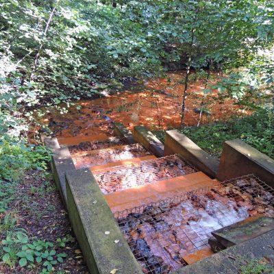 Rote Ausschwemmungen im Hagenbach