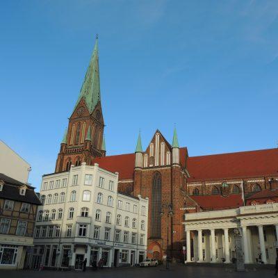 Blick über den Markt zum Dom