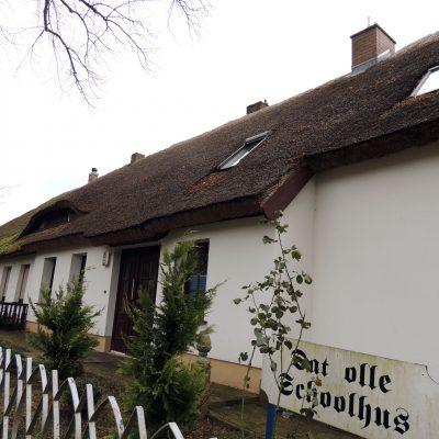 Übersetzung: Das alte Schulhaus
