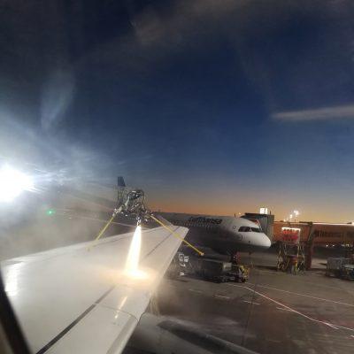 Enteisung des Flugzeuges