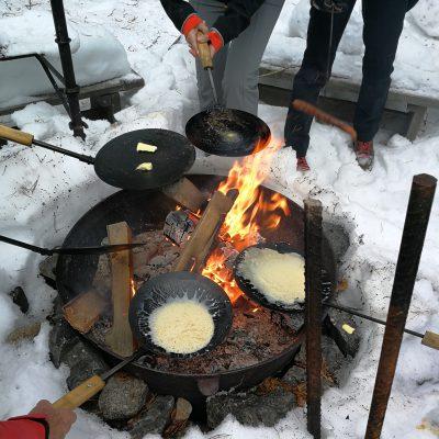 Essen über dem Feuer ...