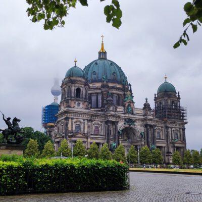 Berliner Dom im Regen