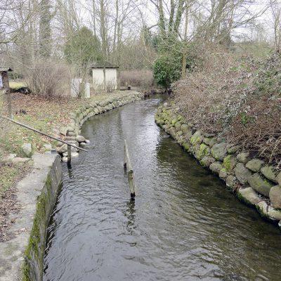 Buckow ist Kneipp-Kurort mit Kneipp-Tretanlagen im Fluss (Foto von Mama)